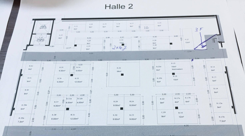 Hallenplan einer Messehalle mit eingezeichneten Messeständen